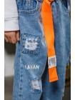 Джинсы с потертостями и оранжевым ремнем Manan