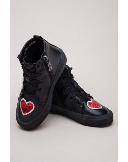 Кеды с нашивками «красное сердце» Fashion Dog